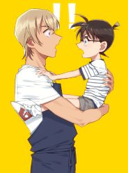 !!, 2boys, amuro tooru, apron, bangs, black-framed eyewear, black apron, blonde hair, brown hair, carrying, child, child carry, commentary request, edogawa conan, eye contact, glasses, grey shorts, hair between eyes, hands on another's shoulders, height difference, k (gear labo), looking at another, male focus, meitantei conan, multiple boys, open mouth, profile, red footwear, shirt, shoes, short hair, short sleeves, shorts, simple background, sneakers, socks, standing, striped, striped shirt, white legwear, white shirt, yellow background