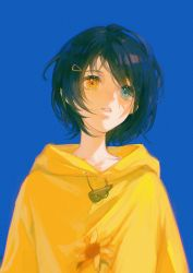 1girl, absurdres, ajizi, blue background, blue eyes, blue hair, chinese commentary, eyes visible through hair, floral print, hair ornament, hairclip, heterochromia, highres, hood, hood down, hoodie, looking to the side, ooto ai, parted lips, short hair, solo, sunflower print, upper body, wonder egg priority, yellow eyes, yellow hoodie